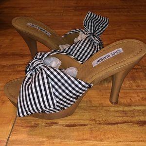 Cape Robbin mule heels
